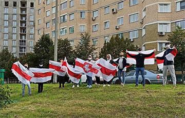 В Минске жители микрорайона Восток вышли на акцию солидарности