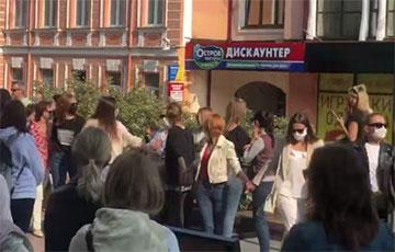 Жительницы Гродно вышли на Женский марш
