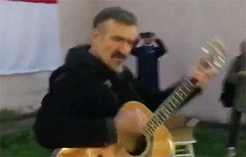 Видеофакт: Пит Павлов открыл в Минске квартал солидарности с диджеями Перемен