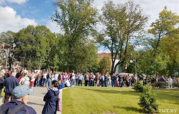 Участники Марша уже возле кинотеатра «Беларусь» в Минске
