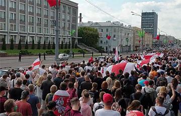 Марш Героев в Гомеле подошел к исполкому