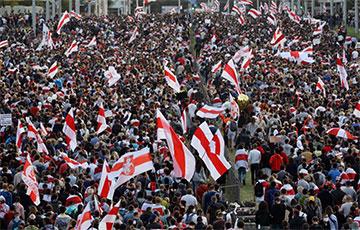 Видеофакт: Нескончаемый поток протестующих на Марше Героев