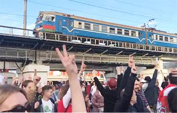 «Железная дорога должна остановиться в первую очередь»