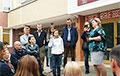 В Минске родители вызвали директора на «ковер» из-за выступление лукашистов в школе
