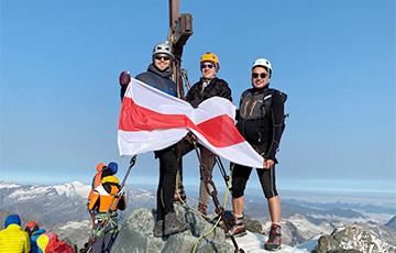 Белорусские врачи подняли бело-красно-белый флаг на самую высокую гору Австрии