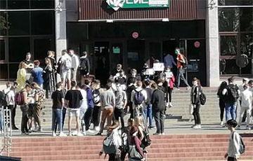 Студенты БГУИР вышли на акцию солидарности
