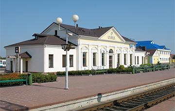 На железнодорожной станции в Слуцке объявили: «ЖД с народом! Жыве Беларусь!»