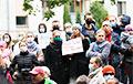 Сотни минчан добились возвращения Елене Лазарчик похищенного лукашистами сына