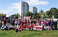 Минские микрорайоны празднуют День национального флага и герба «Погоня»