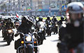 Блестящий марш встретился с участниками мотопробега под национальными флагами