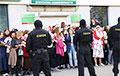 Лукашенковские фашисты заблокировали участниц Марша