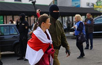 Супрацоўнікі салона прыгажосці схавалі ўдзельніц Марша ад фашыстаў Караева
