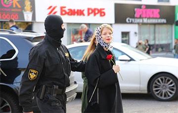Бусы с карателями вернулись на Сурганова