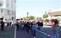 Гамельчукі ідуць маршам па цэнтры горада