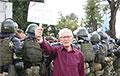 75-летний патологоанатом c плакатом «Не забудем, не простим»: Впервые побывал на митинге в 1988 году
