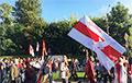 Менчукі выйшлі на Марш справядлівасці з лакальнымі сцягамі