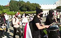 На Марше справедливости идет колонна барабанщиков
