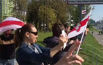 Кіроўцы і пешаходы ў Менску праводзяць супольную акцыю пратэсту