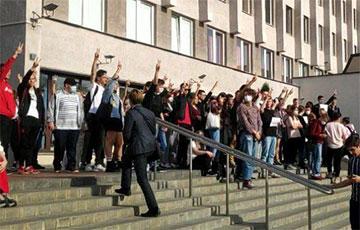 Студенты БГУИР вышли на акцию протеста