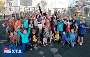 The Football Player Of Krumkachy Visited One Of The Minsk Courtyards And Played There With Children