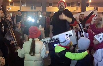 Pavel Arakelyan Performed in Lebyazhy Neighbourhood