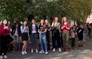 Студенты МГЛУ вышли на акцию протеста
