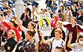 Велізарная калона Жаночага маршу падыходзіць да Плошчы Перамогі