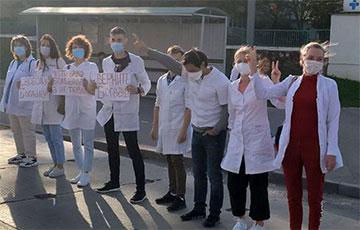 Медики минской больницы скорой помощи вышли в защиту врача-реаниматолога