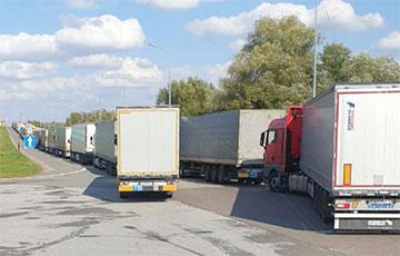 На белорусско-польской границе образовались многокилометровые очереди
