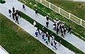 Жители микрорайона Ольшанка в Гродно идут маршем по городу