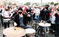 Барабанщики задают ритм Партизанскому маршу: мощное видео