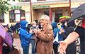 Известный в Бресте дедушка вышел на протест