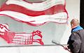 Видеофакт: Коммунальщики не могут закрасить мурал с Ниной Багинской