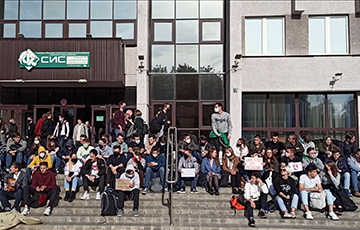 "BSUIR Students Gathered for a Traditional ""Sit-Down Strike"""