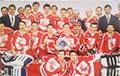 Как выглядела бело-красно-белая форма белорусских спортсменов начала 90-ых