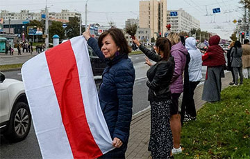 Minsk Residents Begin to Line up in Chains of Solidarity