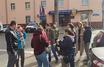 Residents of Hrushauka Defended the Creator of the Courtyard Chat