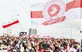 Белорусы увековечили революционные флаги городов и микрорайонов