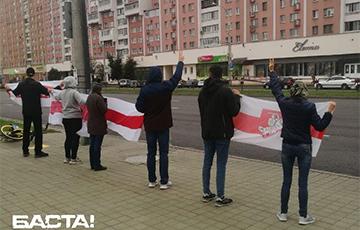 Улица Маяковского в Минске с самого утра вышла на протест