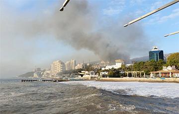 В Крыму загорелся санаторий Минобороны РФ