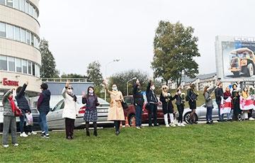 В Уручье женщины встали в цепь солидарности