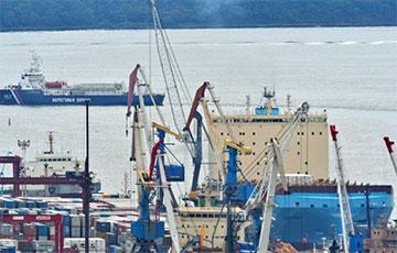 Во Владивостоке российские докеры захватили кабинет директора порта