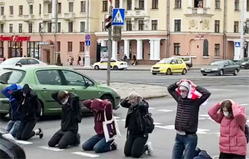 Students Hold Impressive Action At Crossroads In Center Of Minsk