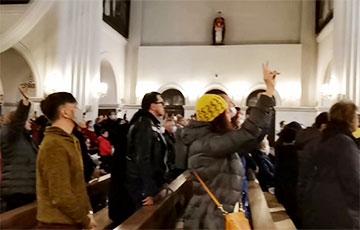 В Красном костеле хор исполнил «Погоню» и «Магутны Божа»