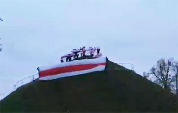 Новогрудок поддержал партизан акцией на горе Миндовга