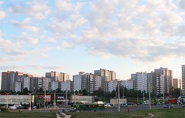 В минском Сухарево затопило улицу