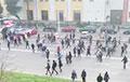 Протестующие в Минске вышли на проезжую часть