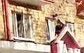 Лукашисты выбили окно в одном из домов на Партизанском проспекте