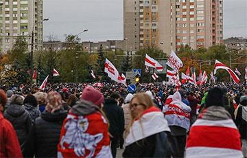Видеофакт: Колонна протестующих на Партизанском проспекте с высоты