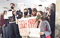 В МГЛУ проходит акция в поддержку задержанных студентов